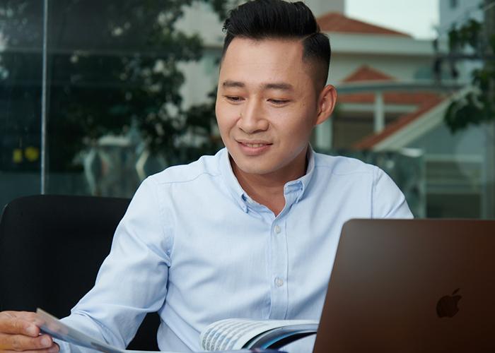 Phạm Thành Long – Chuyên viên thiết kế Marketing